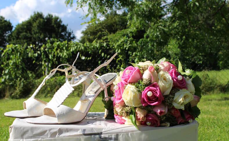 Hochzeit Dorothee und David Brautstrauß und Schuhe