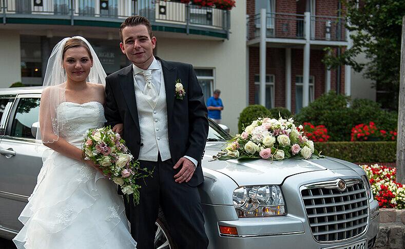 Hochzeit Franziska und Moritz Brautstrauß und Autoschmuck